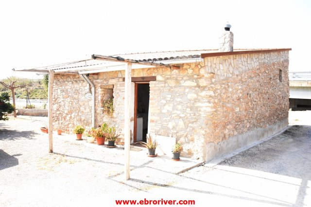 Nice stone house in Tortosa
